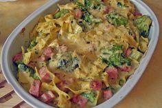 Broccoli smoked casserole by miguan Meat Recipes, Cooking Recipes, Bratwurst, Bolognese, Guacamole, Pasta Salad, Stew, Potato Salad, Casserole