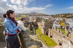 Discover the best top things to do in Wales including St David's Cathedral, Portmeirion Village, Caernarfon Castle. Wales Coastal Path, St Davids Cathedral, Stuff To Do, Things To Do, Visit Wales, Station Balnéaire, Beaux Villages, North Wales, Days Out