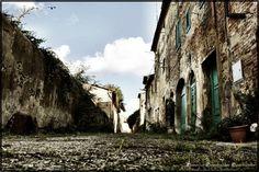 """Toiano - """"Il Borgo della Bella Elvira"""" - Paesi Fantasma"""