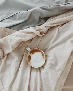 Collagen Simply Explained Morning coffee with collagen? Coffee In Bed, Sunday Coffee, Coffee Date, Coffee Shop, Coffee Girl, Coffee Coffee, Coffee Drinks, Coffee Cups, Tea Cups