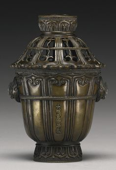 A BRONZE 'PHOENIX-HEAD' CENSER AND COVER, 17TH / 18TH CENTURY. -- Sotheby's