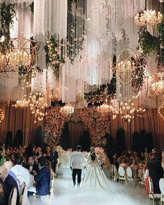Glamorous Wedding Venues Couples nowadays are often looking to stand out with their wedding. Gone are the days where everyone dreamed of having a big white fairytale; Magical Wedding, Glamorous Wedding, Luxury Wedding, Perfect Wedding, Dream Wedding, Wedding Day, Wedding Goals, Trendy Wedding, Wedding Table