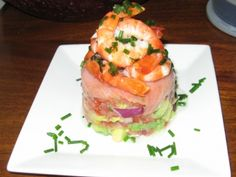 Smoked salmon , avocado, tomatoes Prawn Recipes, Salmon Recipes, Seafood Recipes, Cooking Recipes, Terrine Recipes, Dinner Party Appetizers, Appetizer Salads, Appetizer Recipes, Party Entrees