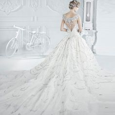 To know more about Michael Cinco WEDDING DRESS, visit Sumally, a social network that gathers together all the wanted things in the world! Featuring over 11 other Michael Cinco items too! Amazing Wedding Dress, Dream Wedding Dresses, Bridal Dresses, Wedding Gowns, Bridesmaid Dresses, Ballroom Wedding, Lace Dresses, Wedding Bridesmaids, Wedding Inspiration