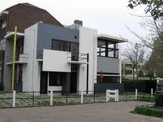 The Rietveld Schröder House—the only building realised completely according to the principles of De Stijl. Utrecht: Rietveld-Schröderhuis Utrecht-Netherlands: House designed by Gerrit Rietveld. Piet Mondrian, Utrecht, Schroder House, Birdhouse Designs, Design Movements, Style At Home, Art And Architecture, Bauhaus Architecture, Urban Design