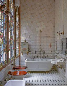 Super art nouveau home interior design stained glass ideas Cheap Cottages, Interior Architecture, Interior Design, Deco Design, Design Design, Beautiful Bathrooms, Bathroom Interior, Art Deco Bathroom, Bathroom Trends