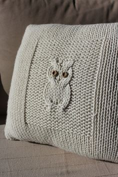 Owl knit cushion