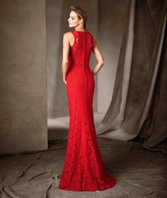 CHLOE, Seductive long mermaid dress with a jewel neckline. The lace with a rose motif enhances the figure and reveals a sensual sheer zone above the waist. A fabulous dress that makes a magnificent first impression