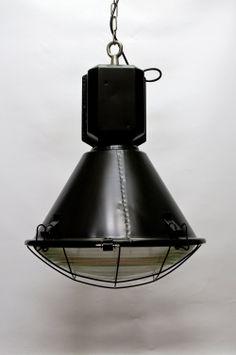 Zwarte Hanglamp, Industrieel Design, Metalen Armatuur met Glazen Kap.