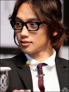 rain bi (suit+glasses+long hair=OMG!)