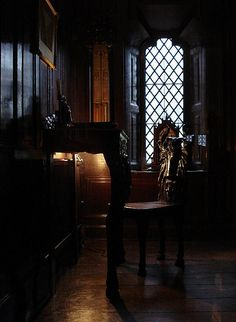 Spooky room at Shibden Hall Victorian Gothic Decor, Gothic Mansion, Haunted Mansion, Old Mansions, Mansions Homes, Hall Interior, Interior Photo, Hall Room, Ghost House