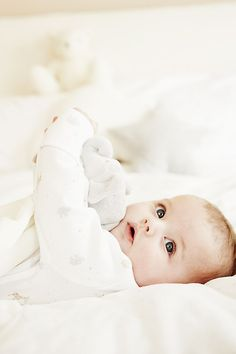 Cute Baby Boy Photos, Baby Boy Pictures, Baby Images, Mother Baby Photography, Cute Babies Photography, Newborn Baby Photography, Urban Photography, Cute Baby Wallpaper, Foto Baby