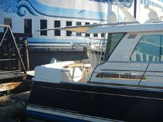 Sabre Yachts 48 Salon Express with automated shade