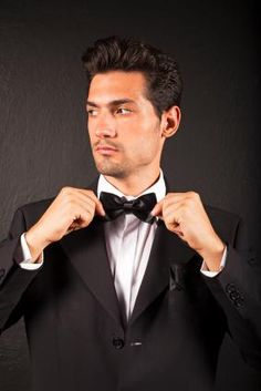 Cocktail party attire should be kept simple, but sharp looking. You will want to look polished and turn heads. This can be easily accomplished by wearing a stylish suit paired with a crisp white dress shirt and a tie in the season's hottest shade.
