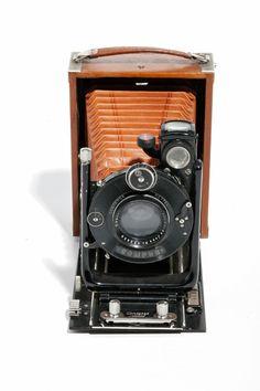 "Camera ""Contessa Nettel"" Germany - 1919. Museo Nicolis Collection. #vintage #antique"