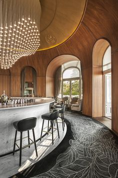 Sophisticated bar at the Hotel Royal Evian with simple and elegant leather bar stools. Hotel Interior Design #hospitalityprojects #leadinghotels See more inspiration: http://www.brabbu.com/en/inspiration-and-ideas/category/world-travel/hotel