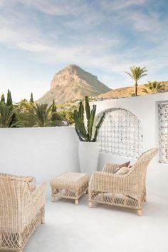 A designer creates his dream house - PLANETE DECO a homes world - Exterior Design Design Exterior, Interior And Exterior, Modern Exterior, Outdoor Spaces, Outdoor Living, Outdoor Decor, Ikea Pinterest, Spanish Villas, Peaceful Home