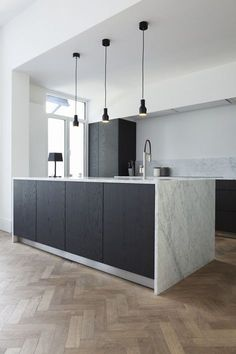 60 Gorgeous Black Kitchen Ideas for Every Decorating Style Minimal Kitchen Design, Minimalist Kitchen, Interior Design Kitchen, Black Kitchen Cabinets, Black Kitchens, Home Kitchens, Kitchen Island, Kitchen Black, Smart Kitchen