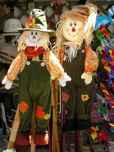 Olhares.com Fotografia | �cristina henriques | espantalhos que atraem Scarecrow Crafts, Fall Scarecrows, Scarecrow Wreath, Halloween Scarecrow, Halloween Rocks, Halloween Crafts, Holiday Crafts, Crochet Waffle Stitch, Autumn Display