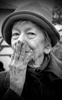 szymborska: a prova de que as mulheres não escrevem somente sobre o amor