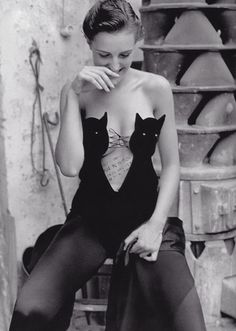 William Claxton - Helmut Lang cat bustier bodysuit for Vogue Paris, November Does this make me look cat? William Claxton, Bustiers, Lingerie Vintage, Sexy Lingerie, Fashion Lingerie, Bodysuit Fashion, Helmut Lang, Diy Kleidung, Cat Dresses