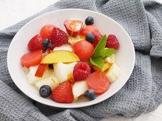 {orange vanilla fruit salad} This Muslim Girl Bakes: August Food + Favourites! Vanilla Fruit, Fruit Salad, Muslim, Breakfast Recipes, Meals, Orange, Baking, Food, Fruit Salads