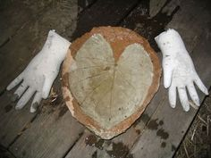 hands were made in rubber gloves. oooh...Think of what you can make from Halloween rubber masks and gloves!!!!