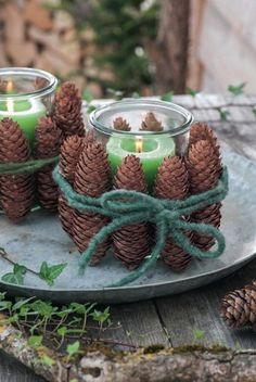 Tannenzapfen gibt es jetzt überall in der Natur. Diese hübsche Bastelei ist sc… Pine cones are now everywhere in nature. This pretty handicraft is done quickly and creates a cozy atmosphere at the table. Decoration Chic, Decoration Christmas, Boho Decor, Christmas Home, Christmas Crafts, Xmas, Natal Diy, Navidad Diy, Pine Cone Crafts