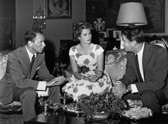 Monaco - June 1958 - Princess Grace with Frank Sinatra and Peter Lawford prior to a charity gala to benefit the U. Fund for Refugees. © Archives of the Princely Palace of Monaco. Classical Hollywood Cinema, Hollywood Icons, Hollywood Stars, Classic Hollywood, Old Hollywood, Princess Grace Kelly, Princess Caroline Of Monaco, Patricia Kelly, Prince Rainier