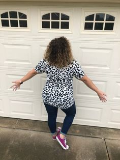 The fabrics that are being used in the Hudson are amazing. Yeah, I might be a bit of a fabric snob, so trust me when I say that these fabrics will maintain their shape, hold their colors, and still stay soft like you want them to do! LuLaRoe Hudson