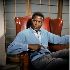 Sidney Poitier, who won an Oscar for his performance in Lilies of the Field, was the first black actor to ever win one of the gold statuettes: 52 years later, only four more have won a best actor or actress award Hollywood Actor, Hollywood Glamour, Hollywood Stars, Classic Hollywood, Old Hollywood, Katharine Hepburn, Marilyn Monroe, Blue Canvas Art, Black Actors