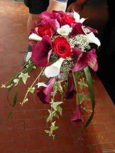 #bouquet a cascata Bouquet, Table Decorations, Plants, Home Decor, Decoration Home, Room Decor, Bouquet Of Flowers, Bouquets, Plant