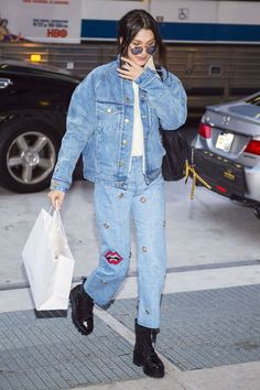3 Coolest Pieces Models Borrow From the Boys See how Bella Hadid, Kendall Jenner, and Hailey Baldwin style the coolest men's pieces of the season.See how Bella Hadid, Kendall Jenner, and Hailey Baldwin style the coolest men's pieces of the season. Style Bella Hadid, Bella Hadid Outfits, Kendall Jenner Outfits, All Jeans, Jeans Denim, Jeans Skinny, Outfit Jeans, Denim Outfits, 80s Fashion