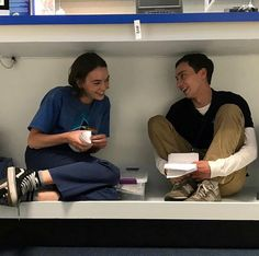 Vans shoes black original worn by Casey Gardner (Brigette Lundy-Paine) in Atypical worn by ( in Series Movies, Netflix Series, Tv Series, Netflix Quotes, Casey Atypical, Brigette Lundy Paine, Movies Showing, Movies And Tv Shows, Ms Gs