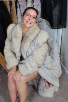 Fur Coat Fashion, Queen Albums, Fabulous Fox, Queen Photos, Fox Fur Coat, Snow Queen, Sexy Women, Womens Fashion, Jackets