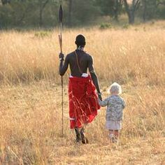 I want to grow up again. This way :) Masai warrior walking with young child in Kenya African Culture, African History, Zulu, East African Rift, Luxury Family Holidays, Warrior Images, Out Of Africa, African Safari, Aboriginal Art