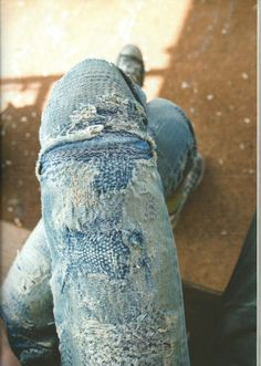 jeans stiched and embroidered using sashiko repair Denim Fashion, Look Fashion, Jeans Recycling, A Well Traveled Woman, Visible Mending, Use E Abuse, Make Do And Mend, Mode Jeans, Fabric Manipulation