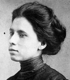 Jovita Idar (1885-1946) was a journalist and an activist for the civil rights of Mexican Americans.