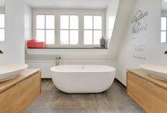 Design De mooiste keukens en badkamers zijn een verlengstuk van de stijl van uw woning. Tijdens het ontwerp van uw woning adviseren wij u graag...