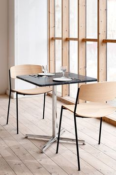 Fredericia introduces the Pato Table Series. A flexible concept as part of our Pato Collection of multi-purpose designs. In a variety of sizes, shapes and materials from informal to exclusive. #fredericiafurniture #patotable #patotableseries #interiordesign #danishdesign #cafétables #restauranttables #commercialsetting #corporatesettings #modernoriginals #craftedtolast Cafe Tables, Restaurant Tables, A Table, Sustainable Furniture, Danish Design, Chair Design, Interior Design, The Originals, Stools