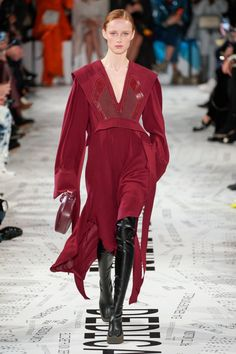 Stella McCartney Fall 2019 Ready-to-Wear Fashion Show Collection: See the complete Stella McCartney Fall 2019 Ready-to-Wear collection. Look 2 Stella Mccartney Dresses, Fashion Outfits, Womens Fashion, Fashion Trends, Fashion 2018, Vogue Russia, Fashion Show Collection, Couture Fashion, Knit Dress