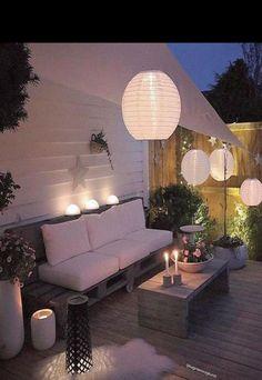 Illuminate Your Patio Area With Sun Catchers – Outdoor Patio Decor Backyard Projects, Backyard Patio, Backyard Landscaping, Outdoor Rooms, Outdoor Gardens, Outdoor Living, Outdoor Decor, Balkon Design, Pergola Shade