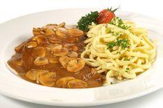Wunderbar schmeckende Jägerschnitzel werden immer gern gegessen. Das Rezept wird mit Champignons zubereitet.