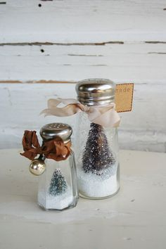 Omg I have never seen anything like this one, sooo creative and cute!!! Bottle Brush Tree Salt Shaker Snow Globe Salt, Food, Do Crafts, Eten, Salts, Hoods, Meals