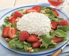 Strawberry, Spinach, & Cottage Cheese Salad from Daisy® Brand Recipe Daisy Cottage Cheese, Cottage Cheese Salad, Cottage Cheese Recipes, Healthy Summer Recipes, Healthy Foods, Healthy Eating, Healthy Habits, Clean Eating, Daisy Recipe