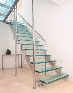 I like the stairs Railing Design, Staircase Design, Staircase Railings, Stairways, Stairs With Half Landing, Stainless Steel Stair Railing, Glass Stairs, Steel Stairs, House Stairs