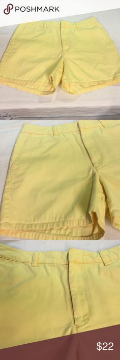 "Tommy Hilfiger womens size 6 yellow shorts 100% cotton..measures ..excellent used condition..30"" waist..4"" inseam Tommy Hilfiger Shorts"