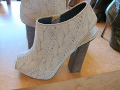 Cable knit printed shoes