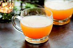 Easy spiked and mulled apple cider recipe with cinnamon, cloves, orange, ginger and spiced rum. Hot Apple Cider Cocktail, Spiked Apple Cider, Apple Cider Sangria, Cider Cocktails, Fall Sangria, Spiced Rum, Spiced Apples, Crockpot Apple Cider, Grinch Punch