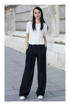 Outfit con pantalon Palazzo - OUTFIT DEL DÍA: Outfit con pantalon Palazzo The Effective Pictures We Offer You About outfits inve - Source by pants outfit Minimale Kleidung, Outfits Pantalon Negro, Wide Pants Outfit, Look Fashion, Fashion Outfits, Street Fashion, Fashion Women, Winter Fashion, Black Palazzo Pants